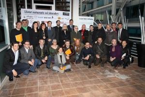 Foto de família de la cloenda de la Tapa Solidaria del Casal dels Infants, el gener passat