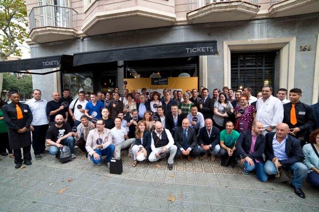 Foto de família de la 3a edició de la Tapa Solidària - Imatge: Vicenç Caro