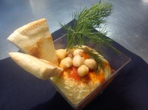 B Lounge_Xarrup d'humus especiat amb pa de pita