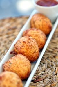 Arenal_Bunyols de bacallà amb melmelada de tomàquet