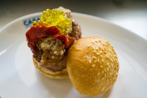 Casa Guinart_Mini Burguer amb caviar d'oli