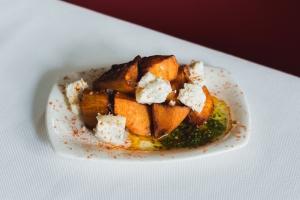 Andilana_Braves de moniato amb pesto d'alfàbrega i formatge de cabra