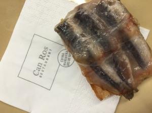 Can Ros_Coca de sardinetes amb olivada i panceta