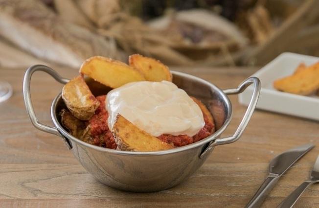 restaurante-kilo_bravas-del-kilo-con-mayonesa-de-trufa